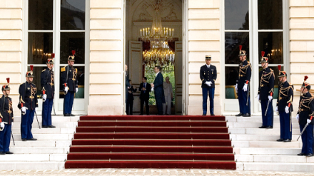Photo de la Garde Républicaine devant l'Hôtel de Lassay