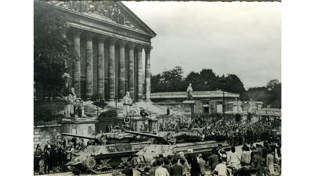 Libération de Paris: Chars américains au Palais Bourbon